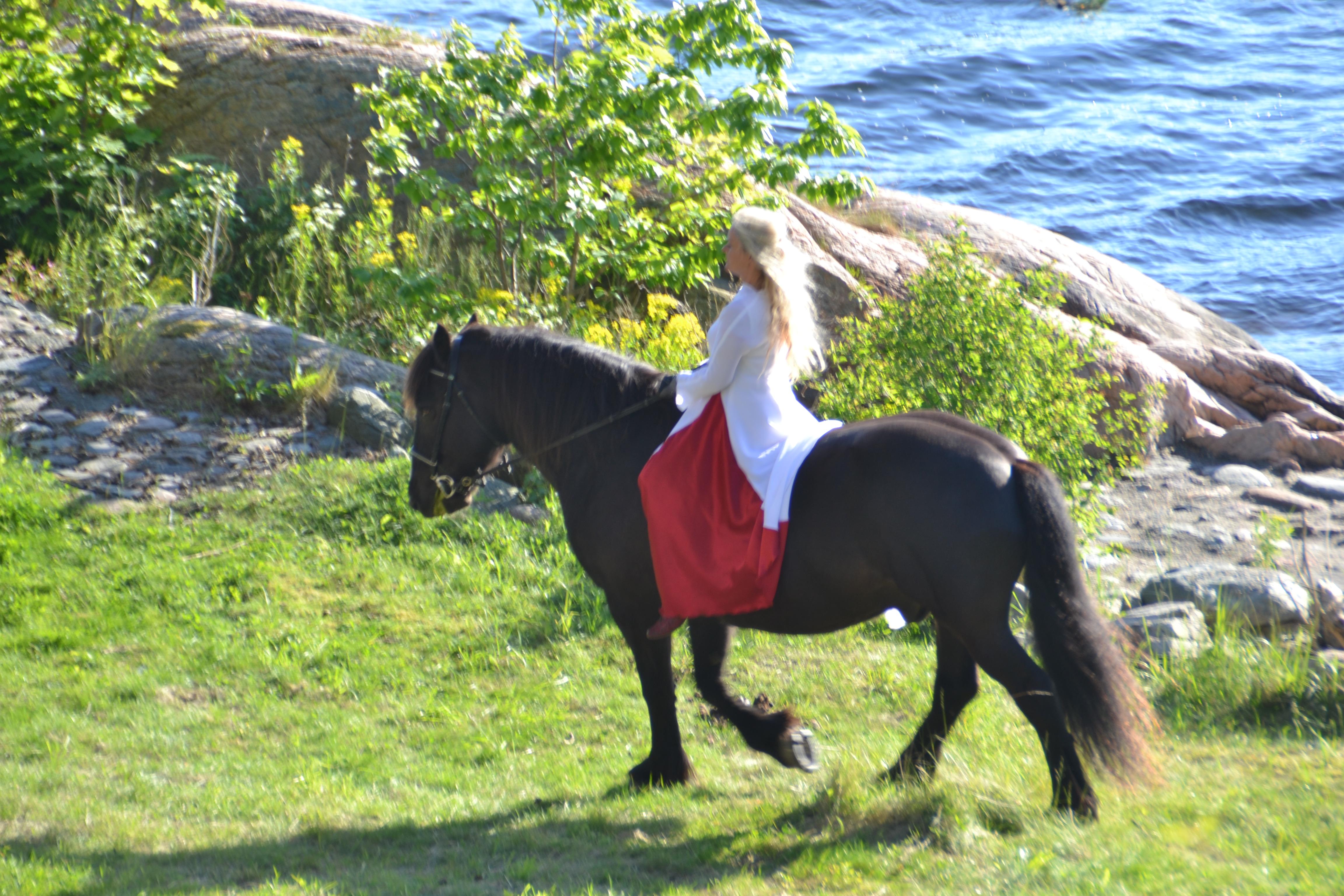Ellen Bødtker til hest